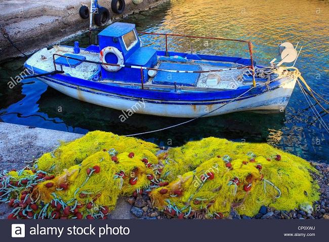 ein-altes-fischerboot-in-limnaria-kythira-....jpg