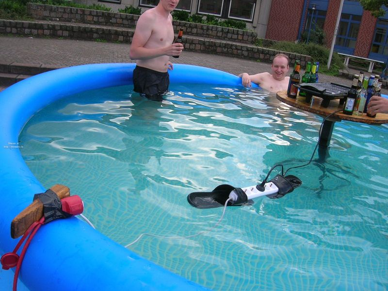 redneck-pool-electric-grill.jpg