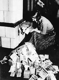 inflation-1923-heizmaterial_lores.jpg