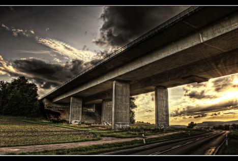 platz_47__autobahnbruecke_-....jpg