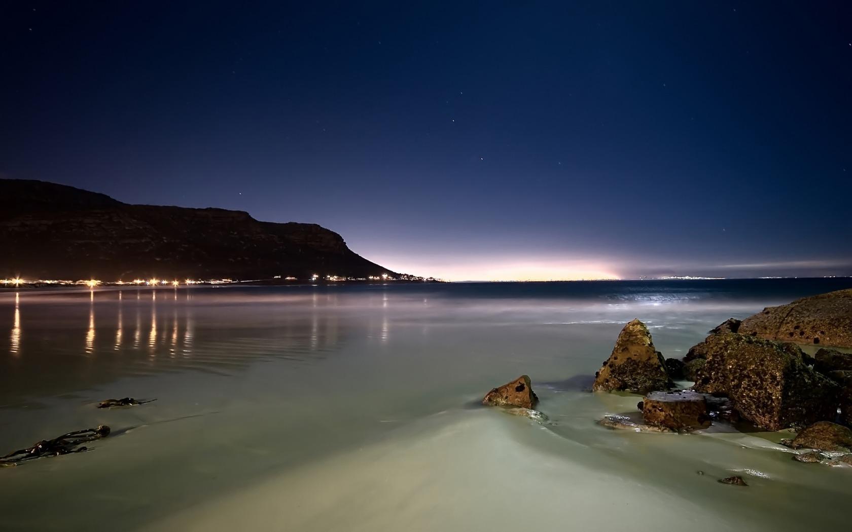 night_at_beach_1680_x_1050_widescreen.jpg