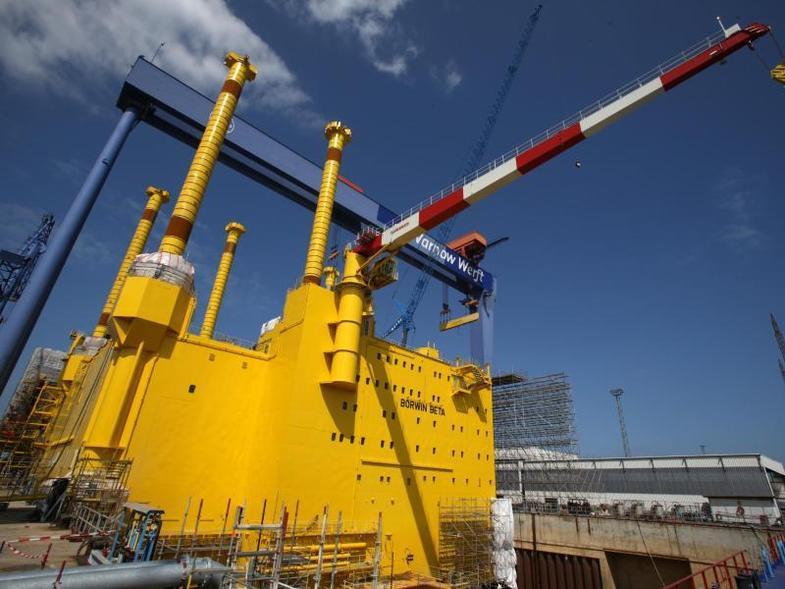 riesige-konverterplattform-verlaesst-dock-von-....jpg